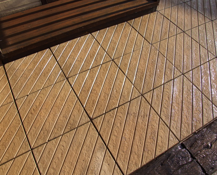 Diagonal Decking Paving